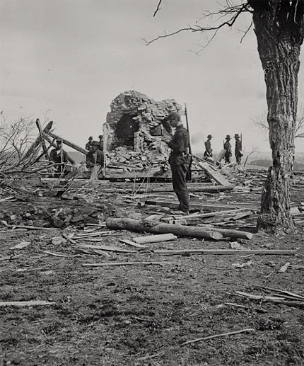 Union soldier among rubble