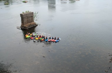 Kayakers support the Best Town Ever (15)