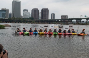 Kayakers support the Best Town Ever (10)