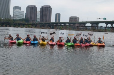 Kayakers support the Best Town Ever (8)