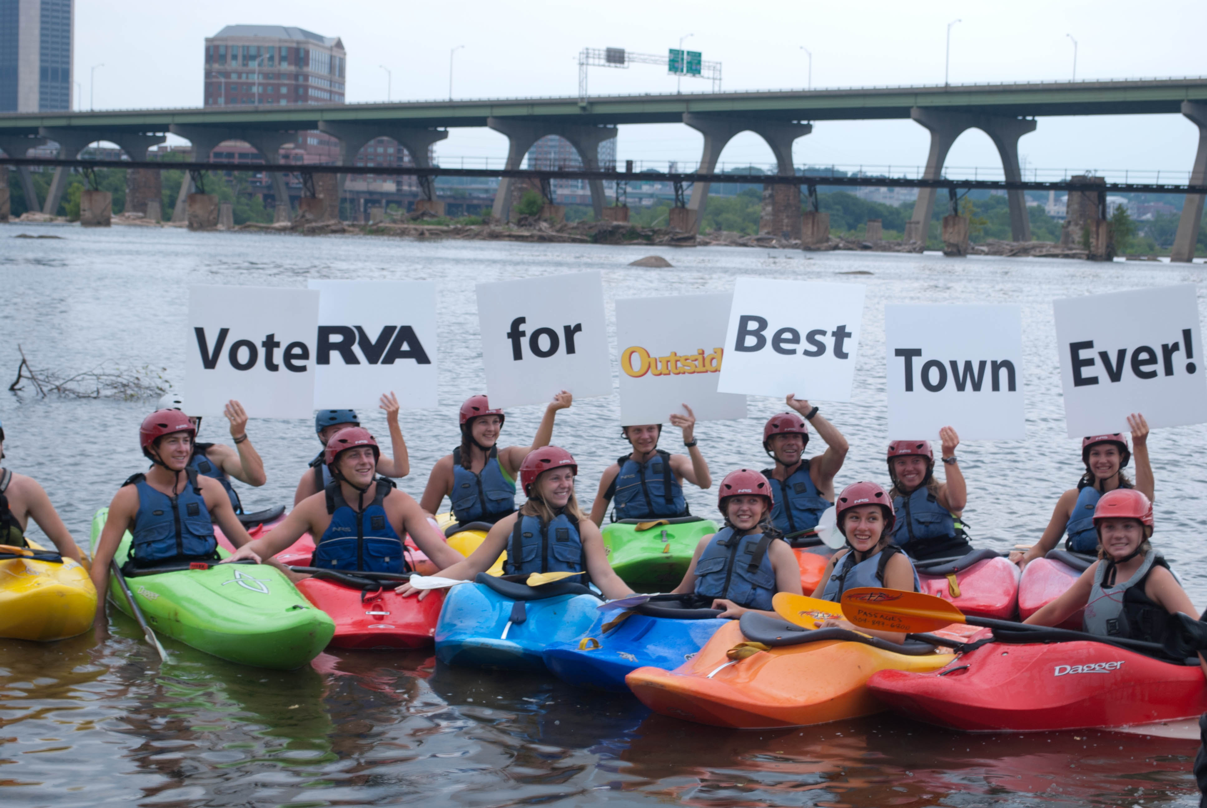 Kayakers support the Best Town Ever (4)