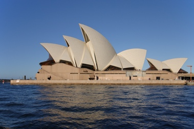 Sydney_opera_house_side_view