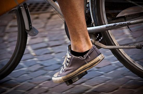 Bicycle pedaling foot